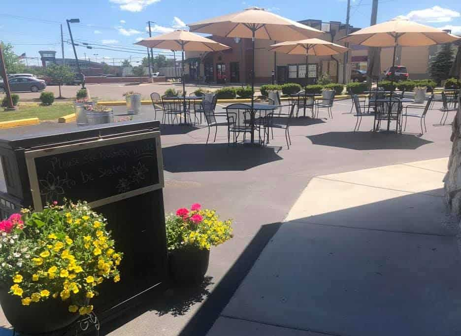 List of restaurants with outdoor seating downriver