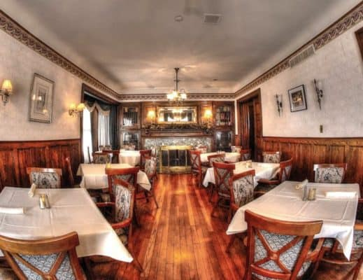 Savannahs-restaurant-dining-room