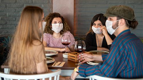 wearing-masks-at-a-restaurant