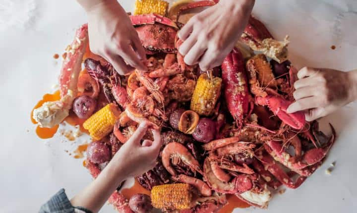 Hook-and-Reel-Cajun-Seafood-feast-platter