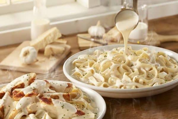 Olive-Garden-New-Amazing_Alfredos-with-30-percent-more-sauce