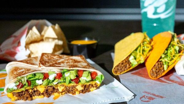 Taco-Bell-dropping-12-items-from-menu